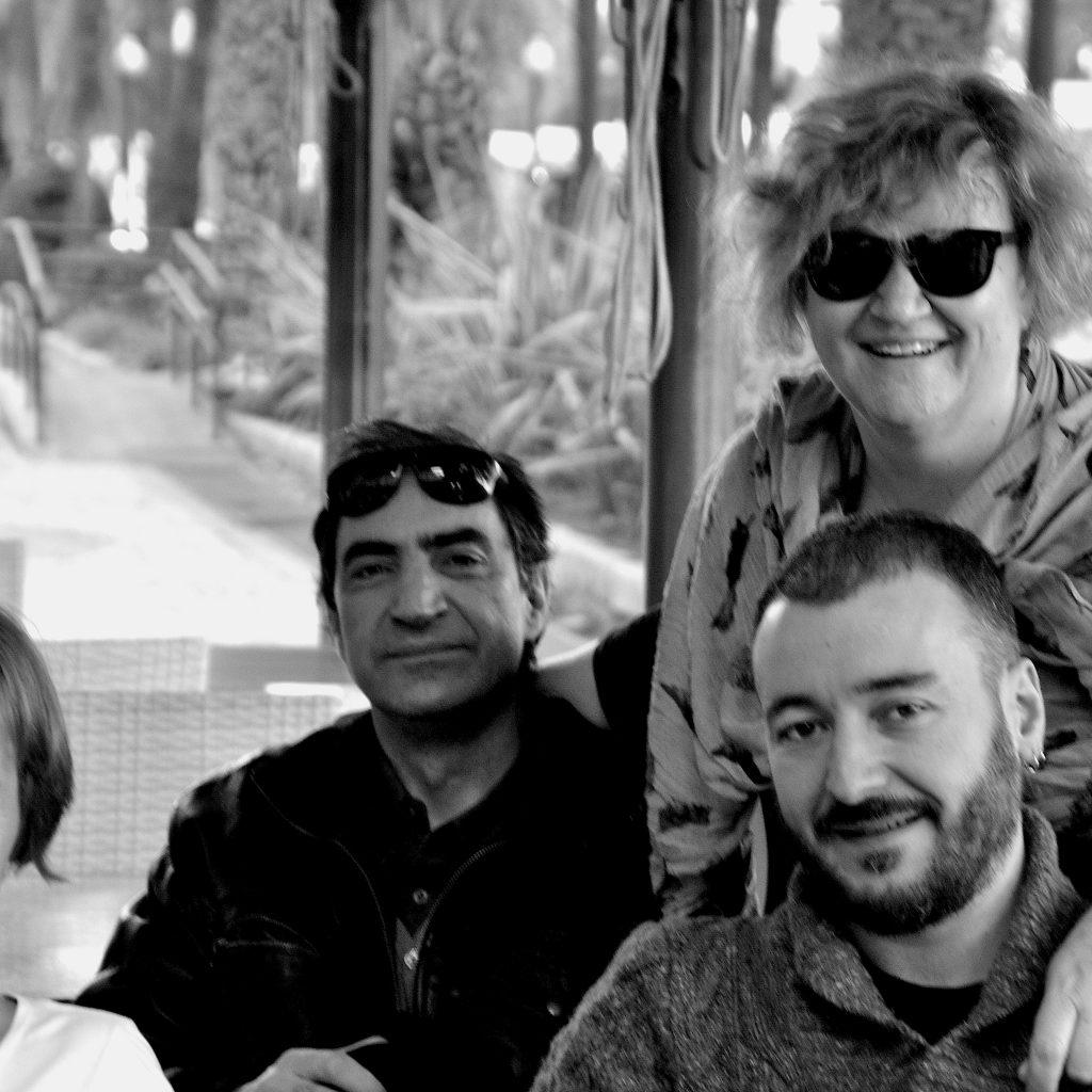 Με τους μεταφραστές Ρούμπι Μπίρντεν (Πολωνία) και Πίνο Τιέρνο (Ιταλία) και τον συγγραφέα Ζουζέπ Μαρία Μιρό στο Αλικάντε, για τη Μόστρα του Σύγχρονου Ισπανικού Θεάτρου (2014).