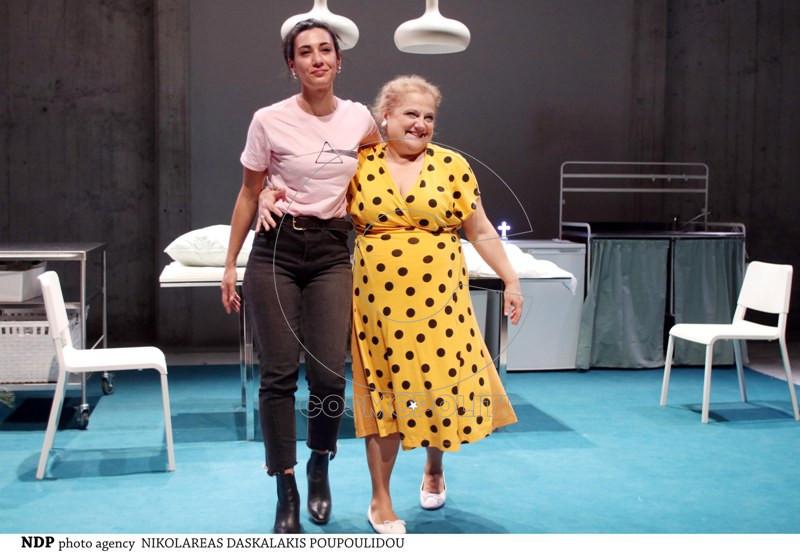 Κριτική της Ζωής Τόλη στο Enetpress.gr για το «Μαμά», της Marta Barceló στο Νέο Θέατρο «Κατερίνα Βασιλάκου»