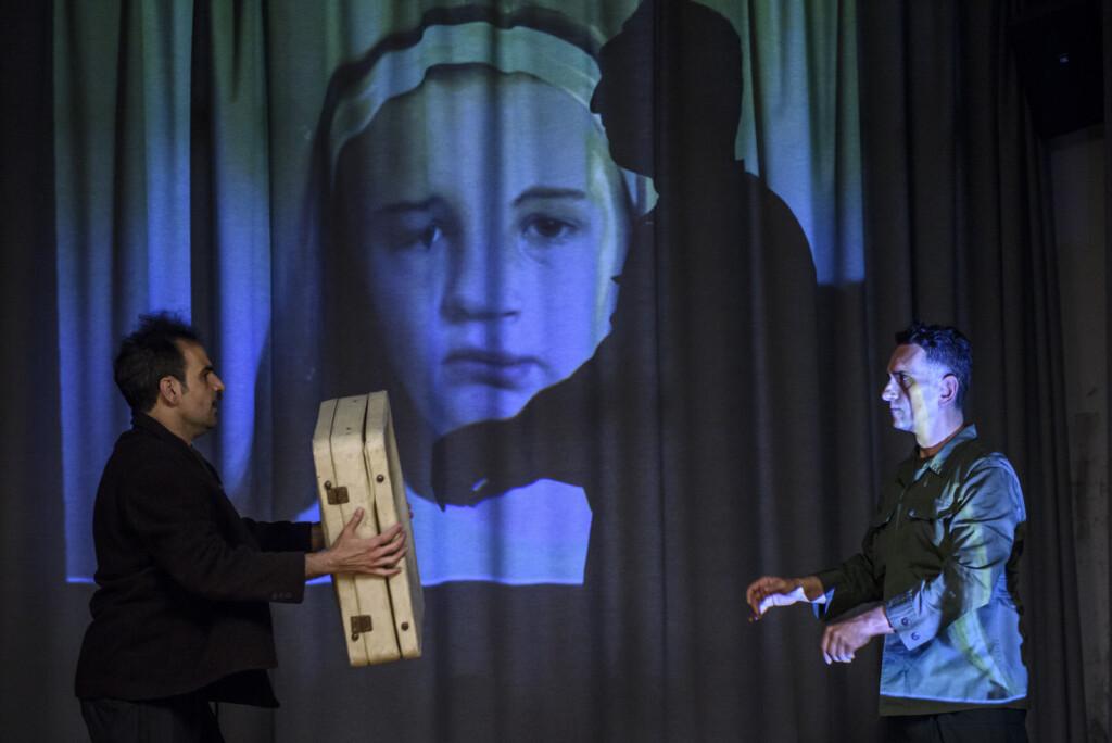 Είδα Το «Himmelweg», σε Σκηνοθεσία Έλενας Καρακούλη/ Κριτική της Γιώτας Δημητριάδη στο Texnes-plus.gr